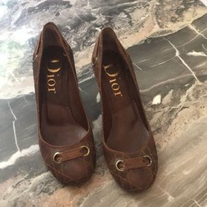 Dior brown leather quilted pattern pumps. Size 36